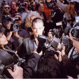 16 1997 Robbie Williams - Life Thru A Lens.jpg